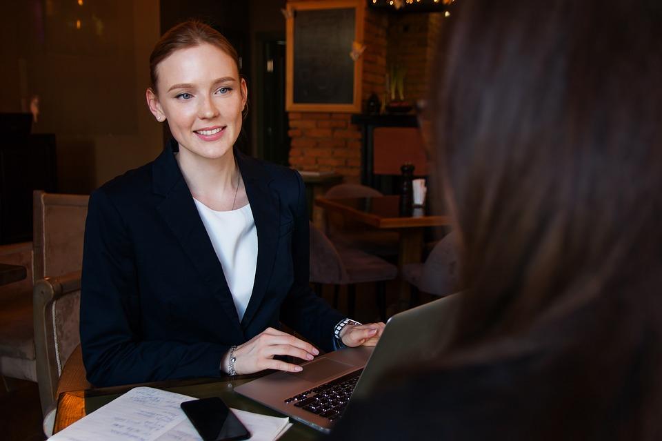 Utiliser un outil en ligne pour créer son CV : en quoi est-ce une bonne idée ?